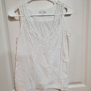 White linen and lace tank Gap Size S